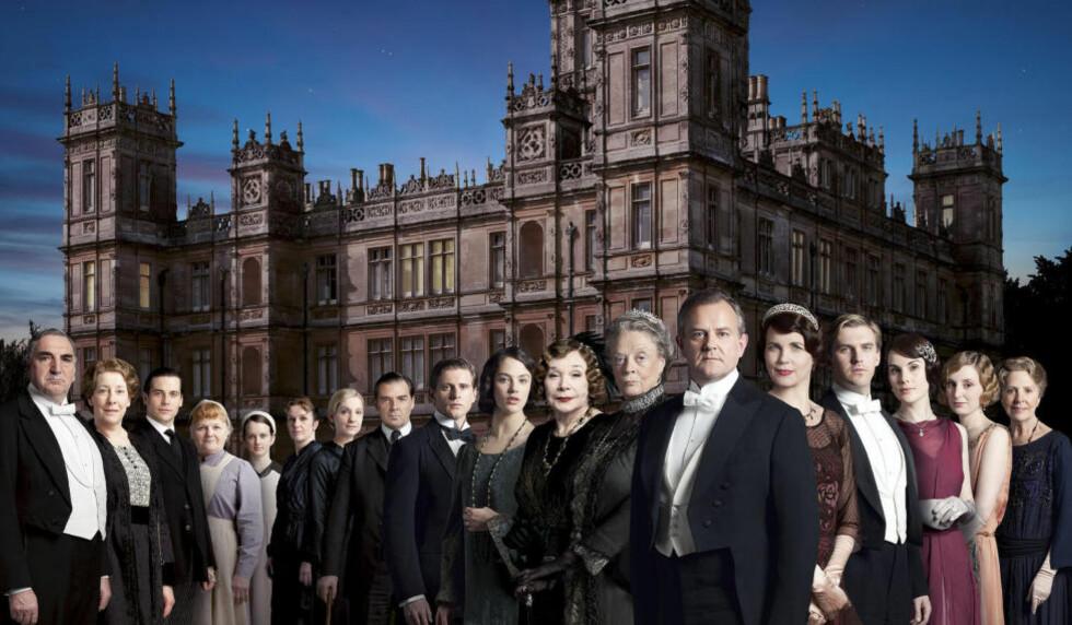 SISTE GJENSYN: I kveld får du se siste episode av serien med Hugh Bonneville som Lord Grantham, Elizabeth McGovern som Lady Grantham og alle de andre populære rollefigurene i «Downton Abbey». Pressefoto: ITV