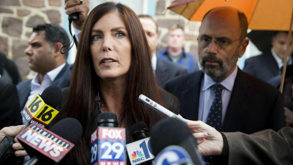 STÅR I STORMEN: Statsadvokat Kathleen Kane har i hele høst lekket pornografiske og kvinnefiendtlige e-mailer mellom offentlig ansatte i delstaten Pennsylvania. Foto: Matt Rourke / AP / NTB Scanpix