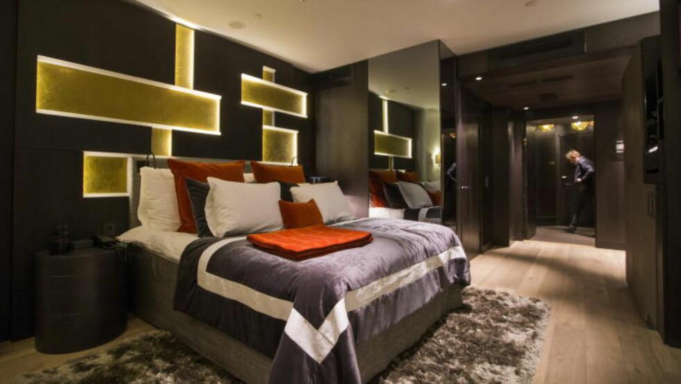 PÅ ROMMET:  Et av de 119 rommene på hotellet The Thief på Tjuvholmen i Oslo. Foto: BERIT ROALD/NTB Scanpix