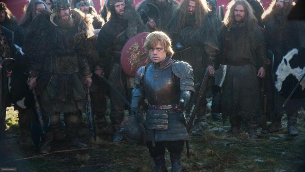 POPULÆR SERIE: «Game of Thrones», her ved karakteren Tyrion Lannister (Peter Dinklage), har blitt en tv-serie-favoritt verden over - også hos nettpirater. For fjerde år på rad er den årets med nedlastede serie - på ulovlig vis. Foto: HBO