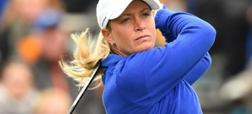 FÅR REFS: Suzann Pettersen får kritikk etter en spesiell situasjon under Solheim Cup. Foto: EPA/UWEANSPACH
