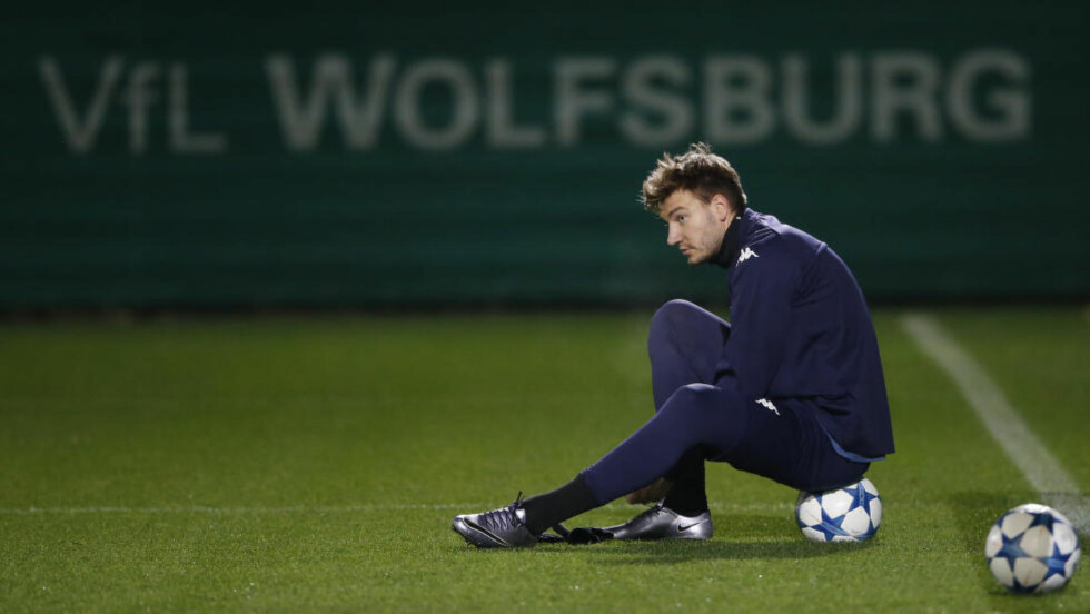 VIL BORT: Den danske fotballprofilen Nicklas Bendtner er tilsynelatende lei tilværelsen som benkesliter i tyske Wolfsburg. Foto: Reuters / Carl Recine  EDITORIAL USE ONLY.