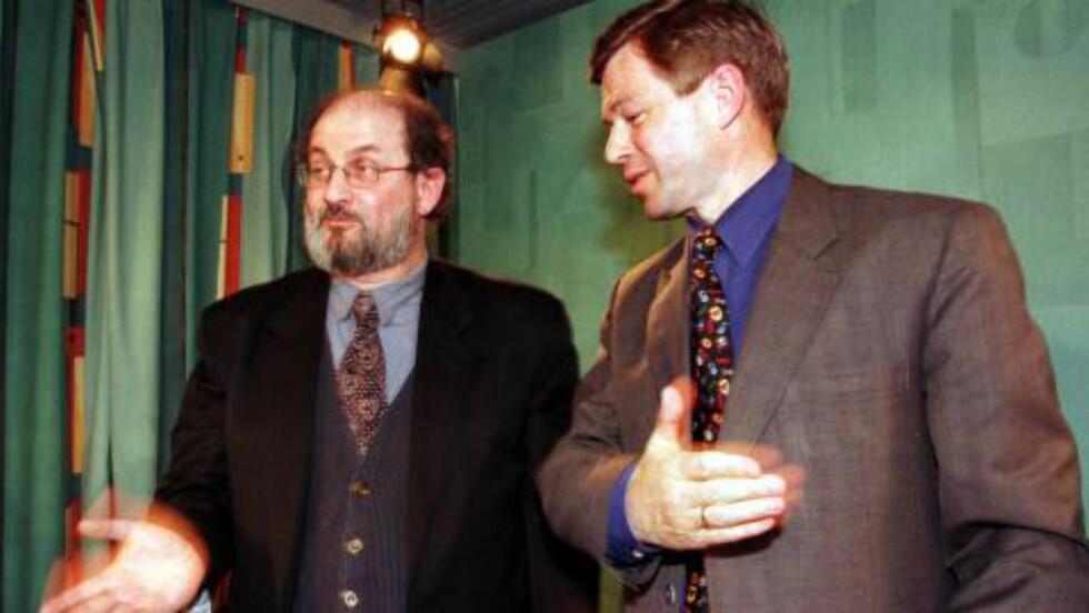 STØTTE: Kjell Magne Bondevik sammen med den omstridte forfatteren Salman Rushdie i Norge.  Scan-Foto: Anders Knudsen