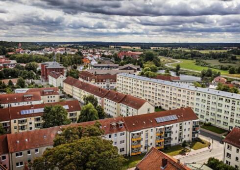 NÅ: Etter krigen har innbyggertallet i Demmin sunket fra drøye 15 000 til 11 000. Hendelsen i mai 1945 preger fortsatt den gamle hansabyen.
