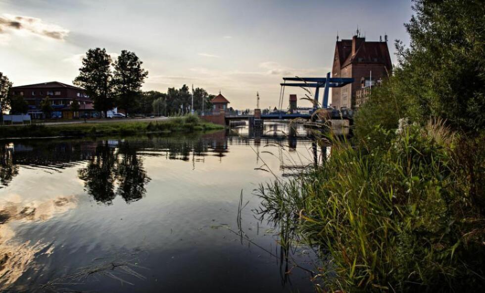 ELVEBYEN: Alle bruene over elva Peene, som stille omkranser Demmin, er i dag bygget opp igjen. I 1945 var byen bindeleddet mellom øst og vest i Tyskland.