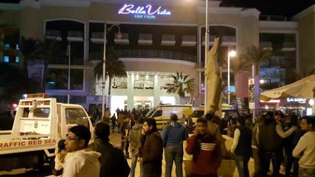 ANGREPET: Hotellet Bella Vista ble angrepet i kveld. Foto: EPA/STRINGER