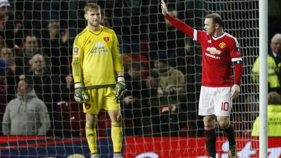 HELTEN: Bortelaget kjempet hardt mot Manchester Untied. Men George Long klarte ikke å redde Wayne Rooneys straffescoring på overtid. Foto: Reuters / Phil Noble