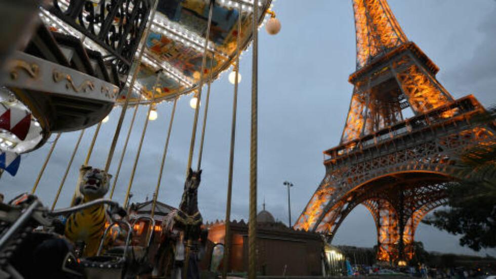 PARIS-IKONET: Eiffeltårnet skulle opprinnelig få stå i maksimalt 20 år. 126 år etter at det sto ferdig, er jerntårnet Frankrikes aller mest kjente severdighet. Foto: GJERMUND GLESNES
