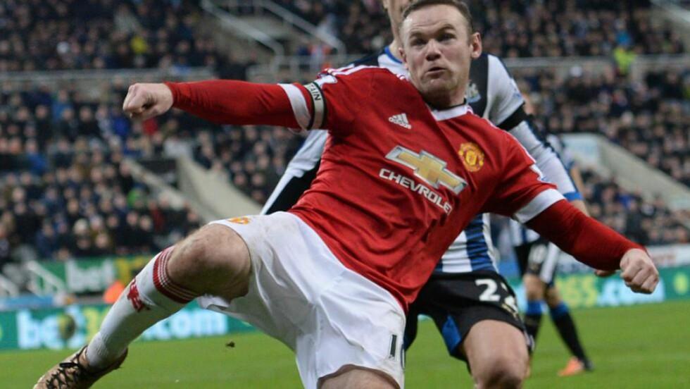 TILBAKE I FORM. Wayne Rooney gjorde en god match mot Newcastle og scoret to mål på St. James' Park. Lous van Gaals klokkertro på sin kaptein er det beste Manchester Uniteds manager ar gjort denne sesongen. AFP PHOTO / OLI SCARFF