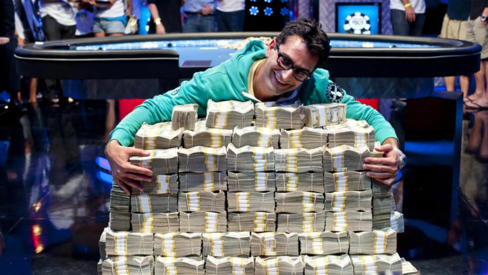 STORGEVINST: Antonio Esfandiari vant 160 millioner norske kroner i det som er tidenes største pokergevinst for noen år siden. Foto: NTB Scanpix