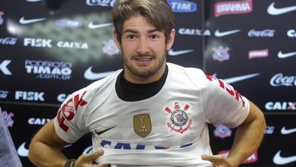 VIL IKKE HA PATO: Corinthians tok sjansen på Pato i 2013. Nå gjør klubben alt de kan for å bli kvitt ham. Pato vil til Europa, men ingen klubber ønsker å hente han. Foto: AP Photo/Andre Penner.