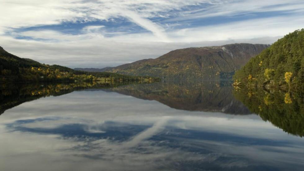 NORGES DYPESTE INNSJØ: Hornindalsvatnet ligger i hvilket fylke? Foto: Helge Sunde / Samfoto / NTB Scanpix
