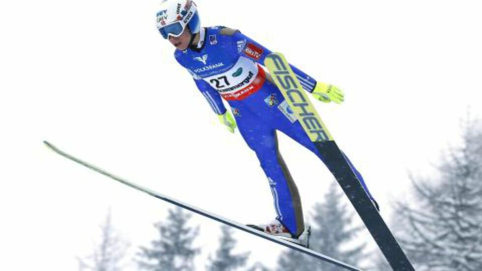 FALT: Johann Forfang falt, men reiste seg rett opp igjen. Foto: AFP / APA / ERWIN SCHERIAU / Austria OUT