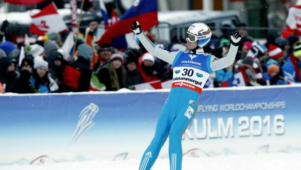 SØLVGUTT: Kenneth Gangnes tok sølv i skiflygnings-VM. Foto: ERWIN SCHERIAU
