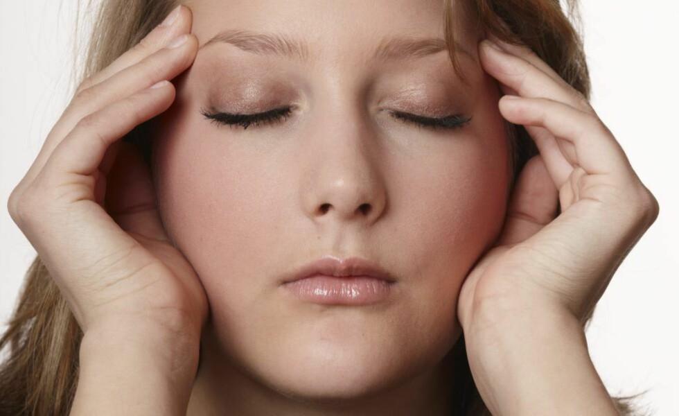 RAMMER MANGE: Så mange som en firedel av norske tenåringer sliter med migrene. Jenter rammes oftere enn gutter, viser en studie fra NTNU.   Foto: Kerstin Mertens / Samfoto