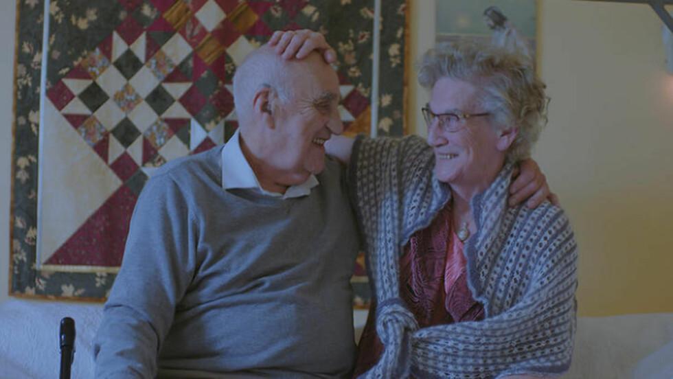 FILMAKTUELL: Joralf Gjerstad og kona Signe. Bildet er hentet fra filmen «Mannen fra Snåsa». Foto: Filmweb