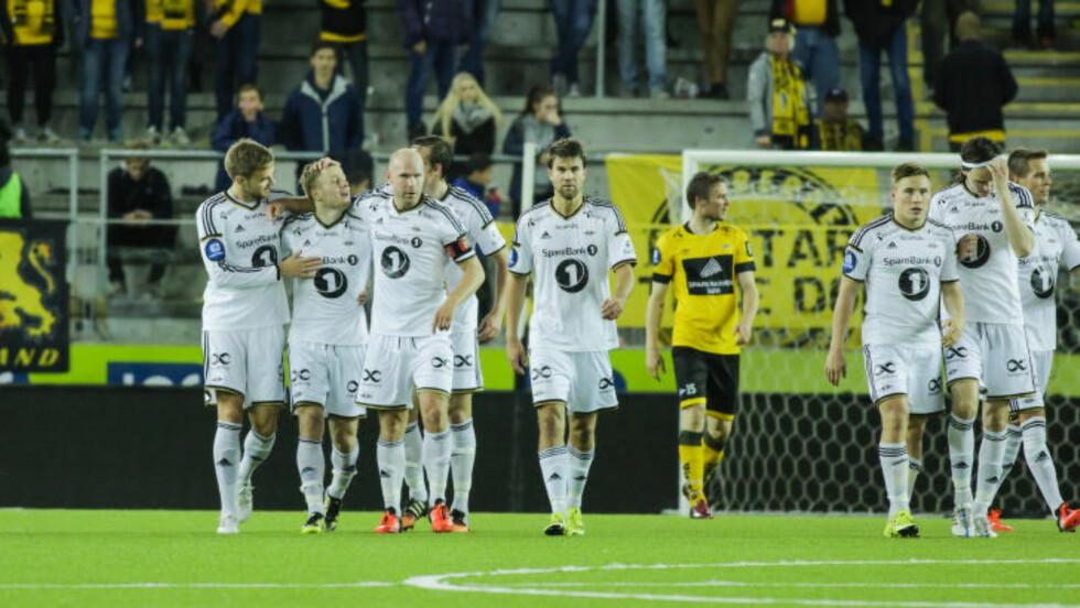 MYE JUBEL: Rosenborg kunne juble fire ganger i kampen mot Start - som her etter at Fredrik Midtsjø hadde satt inn 3-0-scoringa.  Foto: Tor Erik Schrøder / NTB scanpix