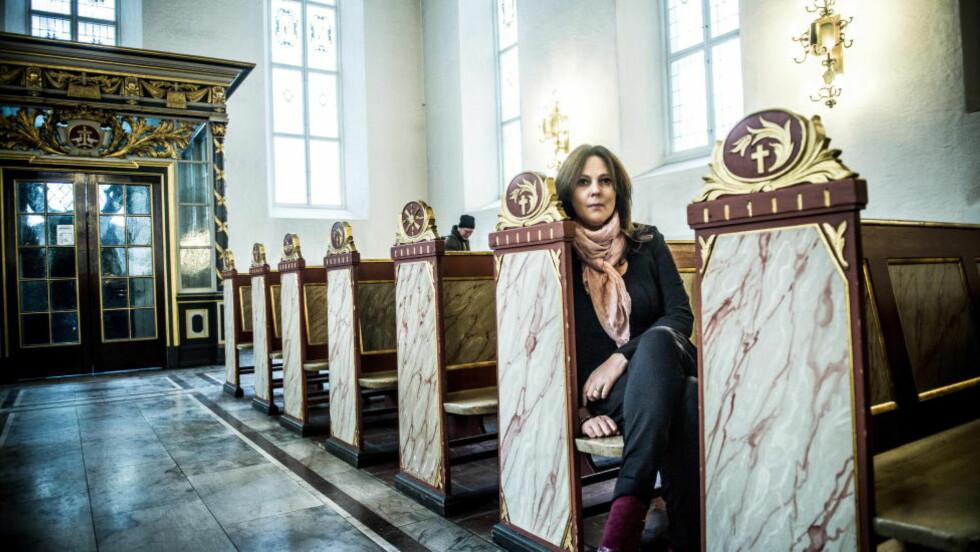 UTFORDRER: Filmskaper Margreth Olin har vært flue på veggen når Joralf Gjerstad forsøker å hjelpe menneskene som oppsøker ham. Nå går de to sammen og utfordrer kirken. Foto: Thomas Rasmus Skaug / Dagbladet