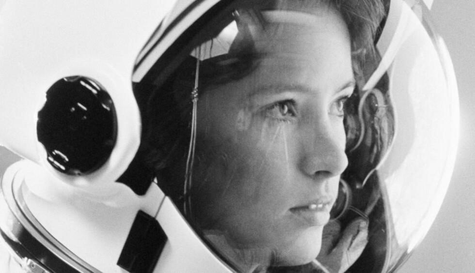 ASTRONAUTMAMMA: Anna Lee Fisher ble utvalgt som en av seks til å bli de første kvinnelige astronautene USA. Hun gikk inn i romprogrammet i 1978, og fikk sin tur ut i verdensrommet i 1984. Da ble hun første mamma i verdensrommet. Datteren Kristin Anne var et drøyt år gammel da mamma reiste ut på det farefulle oppfraget. Her under trening på Johnson Space Center i Houston. Foto: NTB Scanpix