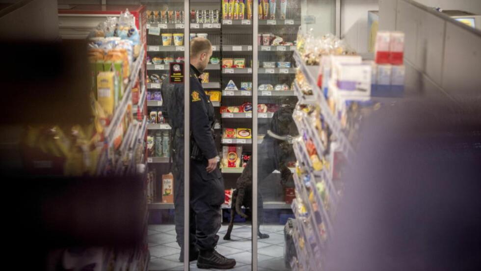 LIME-AKSJON:  Politiet aksjonerer mot en av de mange Lime-butikkene som er omfattet av saken. Saken starter onsdag. Foto: Øistein Norum Monsen / DAGBLADET