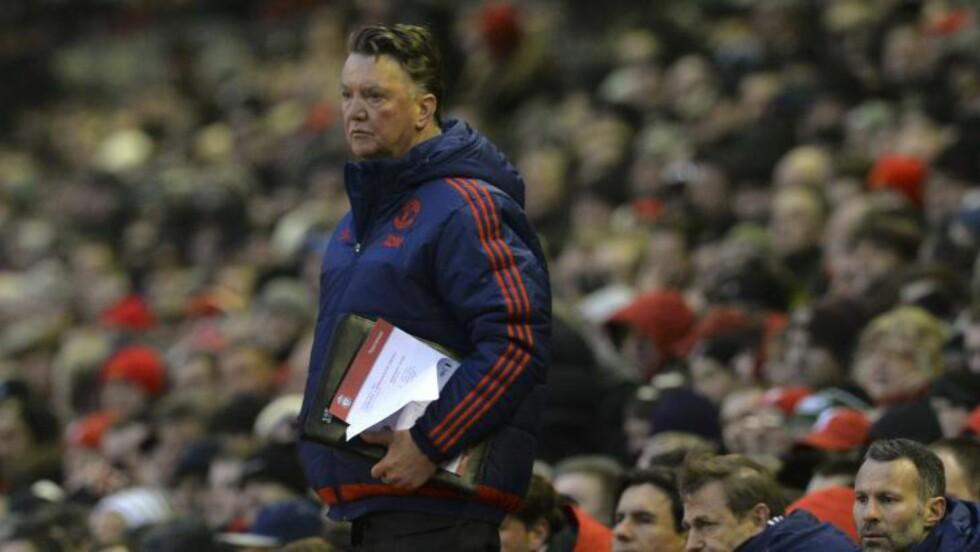 MISLIKT: Manchester United-manager Louis van Gaal. Foto: AFP PHOTO / PAUL ELLIS