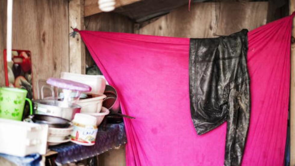 ENKLE KÅR:  I flyktningleiren i Ketermaya bor de syriske flyktningene tett i tett. Hver familie har et lite rom, på 10-12 kvadratmeter, med bare tynne treplater som vegger og tepper som dører.