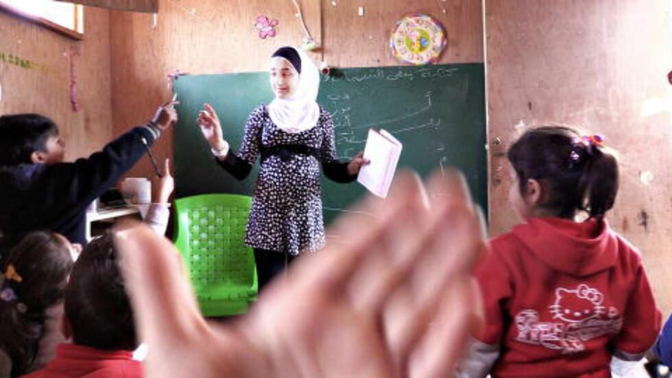 FLINKE:  Nejmeh har lært barna i Ketermaya å lese og skrive, og barna er svært ivrige rekrutter.