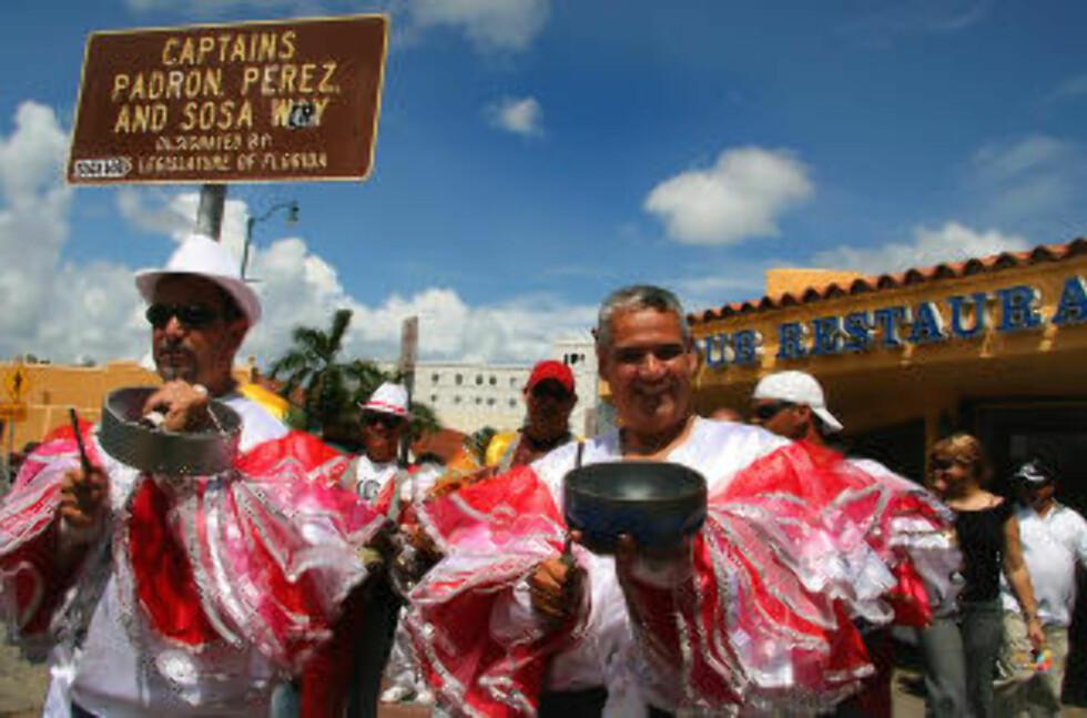 MIAMI:  Musikkparade i Calle Ocho i Little Havana, byens hyggeligste bydel. Foto: KIRSTEN M. BUZZI
