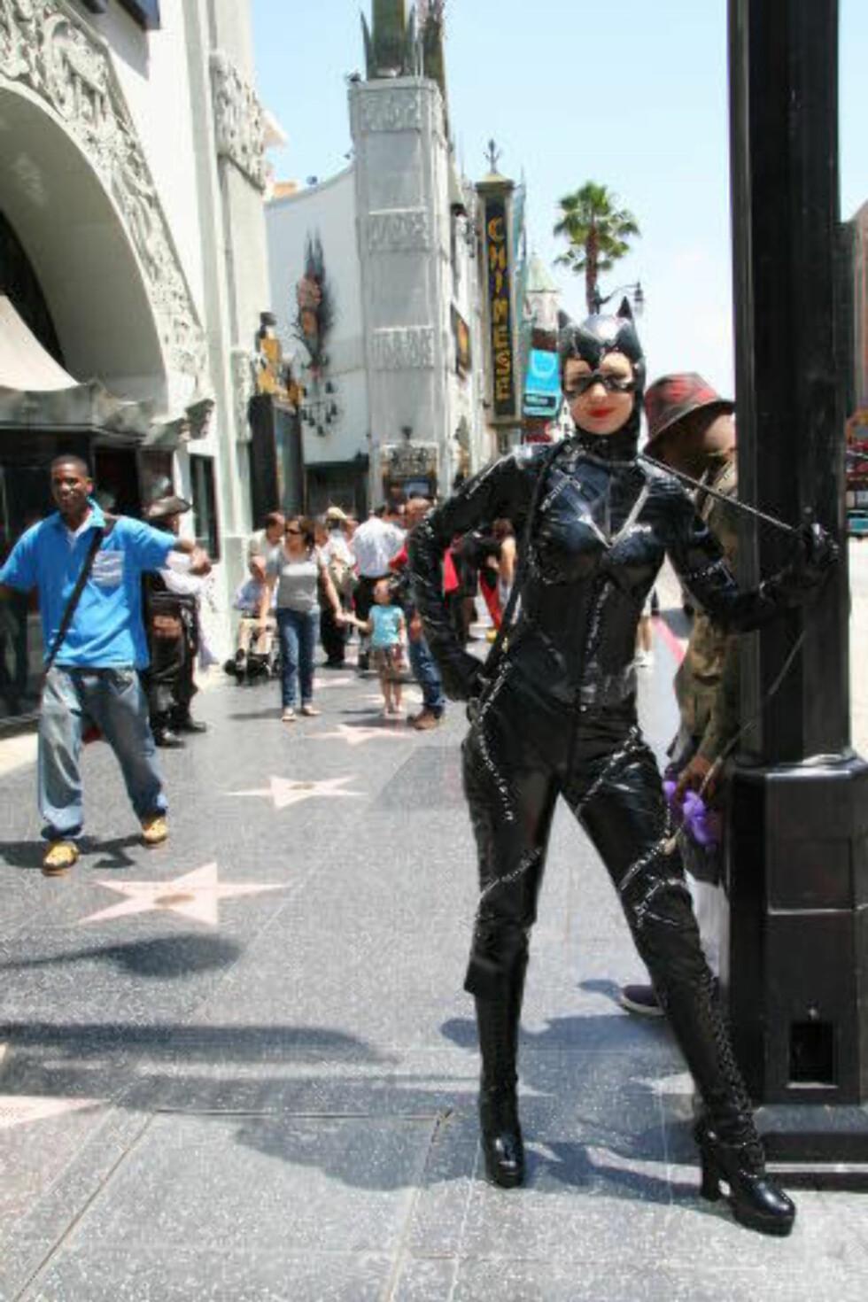 LOS ANGELES:  Walk of Fame i Hollywood blir skrubbet hver dag, og er USAs reneste gate. Her støter du på de fleste fra filmens verden. Foto: KIRSTEN M. BUZZI