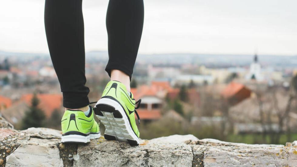 VERST OM MORGENEN: Smerter under hælen er typisk symptom for plantarfascitt, en betennelse i seneplaten under foten. Foto: NTB Scanpix / Microstock
