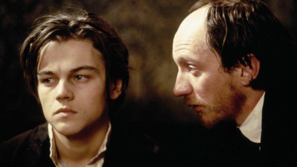 KJENTE POETER: Leonardo DiCaprio som Arthur Rimbaud og David Thewlis som Paul Verlaine i «Total Eclipse», en film som skildrer det homofile forholdet mellom de to franske lyrikerne.