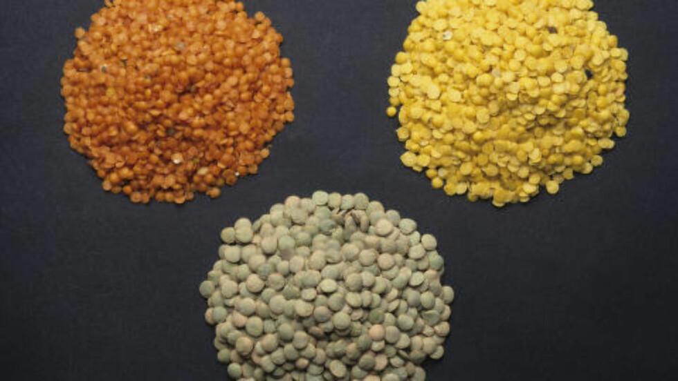 REGNBUE: Du får dem i mange farger, her røde, gule og grønne linser.Gule linser er en av de første tingene etiopiske kvinner gir sine barn når de skal begynne med fast føde.