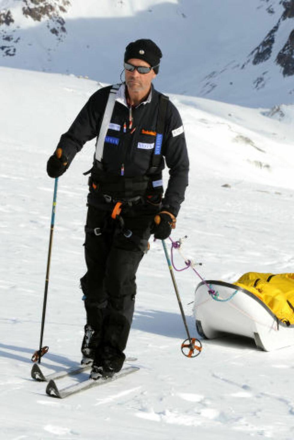 PÅ TUR:  Henry Worsley opå en av sine tidligere Antarktis-ekspedisjoner i 2008. Foto: John Stillwell, Press Associaton/NTB Scanpix.