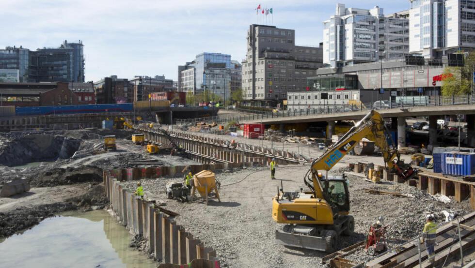 INNLEIDE: De seks største bemanningsbyråene i Oslo har nå over seks ganger så mange bygningsarbeidere som de seks tradisjonelt største entreprenørselskapene. Her er arbeidene i gang med det nye Nasjonalmuseet på den gamle Vestbanetomta. Foto: Espen Bratlie / Samfoto