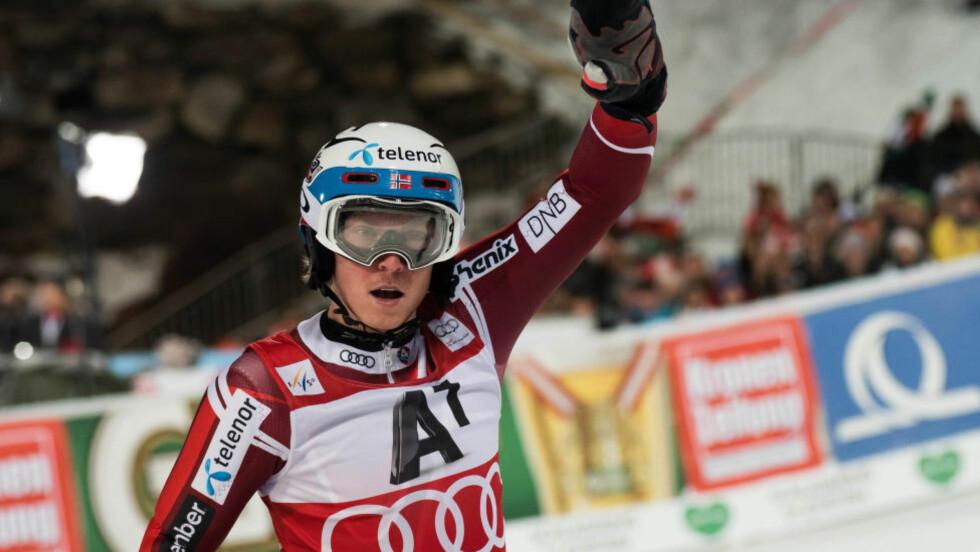 I EN EGEN KLASSE: Henrik Kristoffersen er i en egen klasse om dagen. I går tok han sesongens sjette verdenscupseier i det prestisjetunge kveldsrennet i Schladming. Foto: Scanpix
