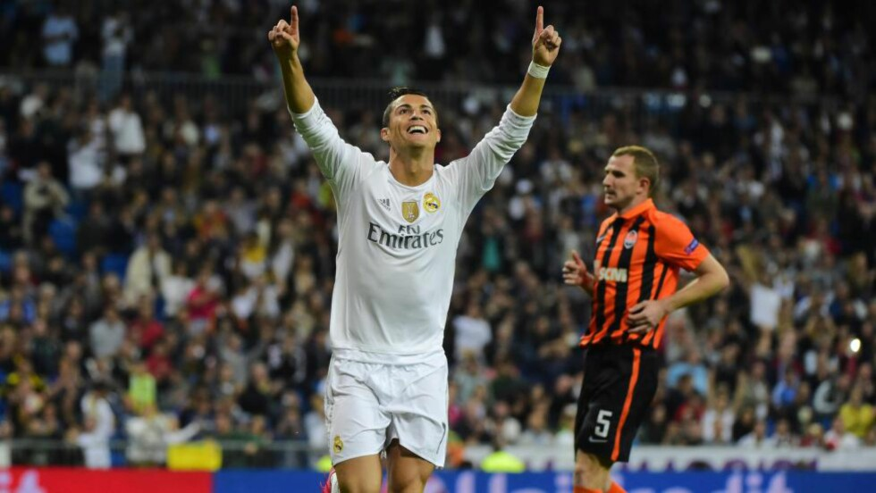 TOPSHOTS Real Madrid's Portuguese forward Cristiano Ronaldo celebrates his second goal during the UEFA Champions League group A football match Real Madrid CF vs FC Shakhtar Donetsk at the Santiago Bernabeu stadium in Madrid on September 15, 2015. AFP PHOTO/ PIERRE-PHILIPPE MARCOU