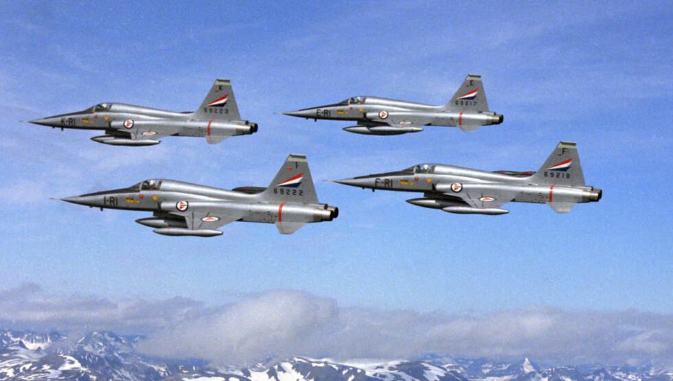 FREEDOM FIGHTER: Det er salget av to F-5 Freedom Fighter til et selskap i USA som nå skal etterforskes. Forsvarets internrevisjon har gjort flere alvorlige funn. Foto: Forsvaret