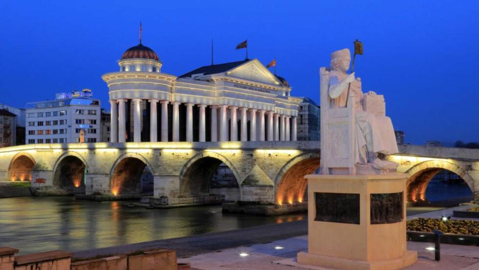 BILLIG: Makedonia har et prisnivå på nesten en tredjedel av hva du må ut med i Norge. Her fra sentrum av hovedstaden Skopje.Foto: IVAN PENDJAKOV / AGE / NTB SCANPIX