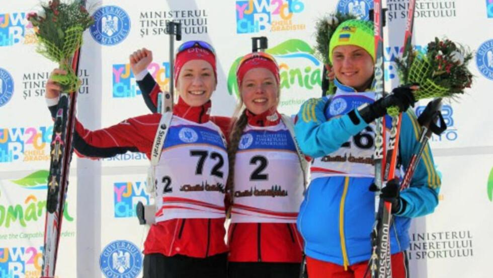 NORSK DOMINANS: Karoline Erdal og Emilie Ågheim Kalkenberg på pallen etter dagens renn. Foto: Norges Skiskytterforbund
