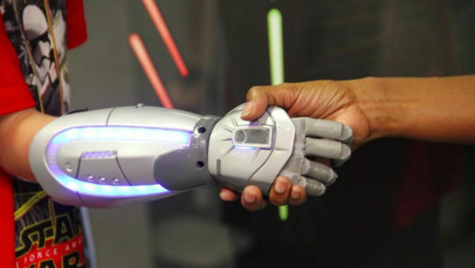 NY PROTESE:  En del ville nok foretrekke en slik protese framfor en mer naturtro. Foto: www.openbionics.com