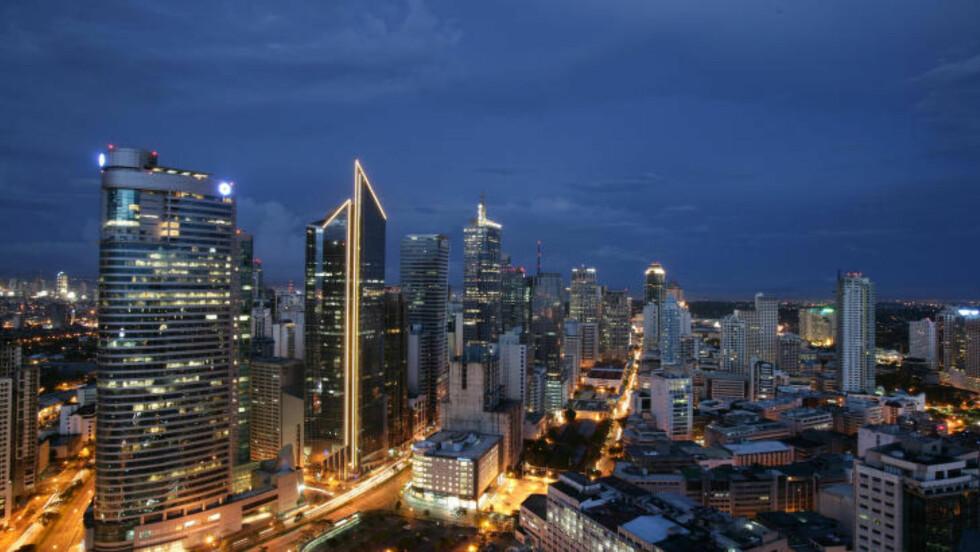 STORBYLIV: Manila er stor og liten på samme tid, og byr på masse gode restauranter, barer og nattelliv. Foto: DONALD TAPAN