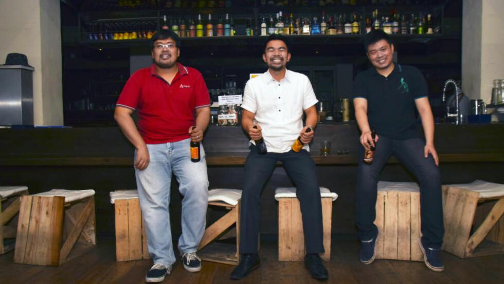 DRØMMEJOBB: For to år siden startet kameratene Aldous Bernando, Marvin Moreho og Chip Vega sitt eget bryggeri - Craftpoint Brewing Company. Foto: MARI BAREKSTEN