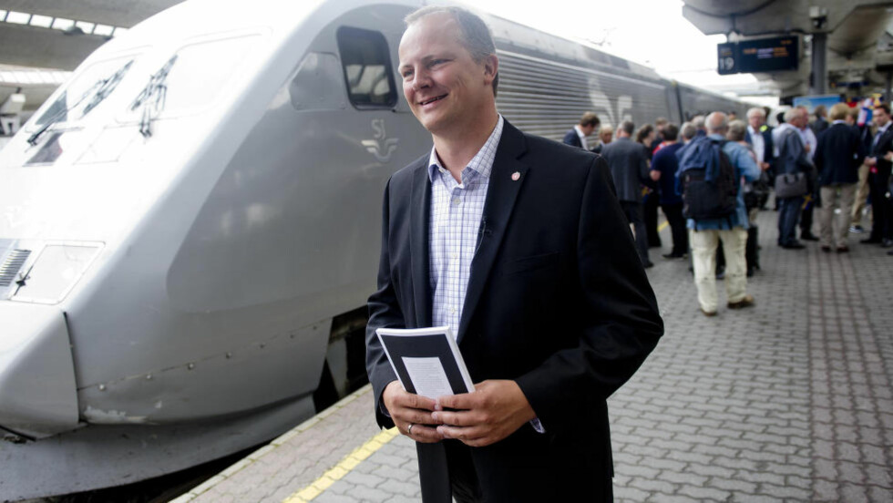 FACEBOOK-ANGREP: Samferdselsminister Ketil Solvik-Olsen (Frp) harsellerer med at MDG tok taxi hjem fra NRK-debatt om bilfri hverdag. Foto: Jon Olav Nesvold