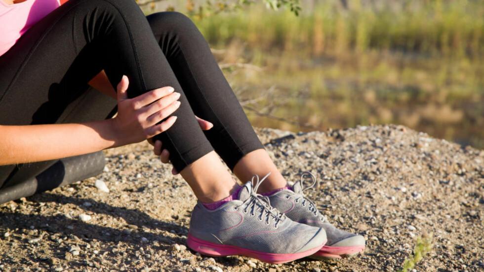 SMERTER I LEGGEN: Beinhinnebetennelse kan oppstå når løpere øker treningsmengden, eller har feil sko. Foto: NTB Scanpix