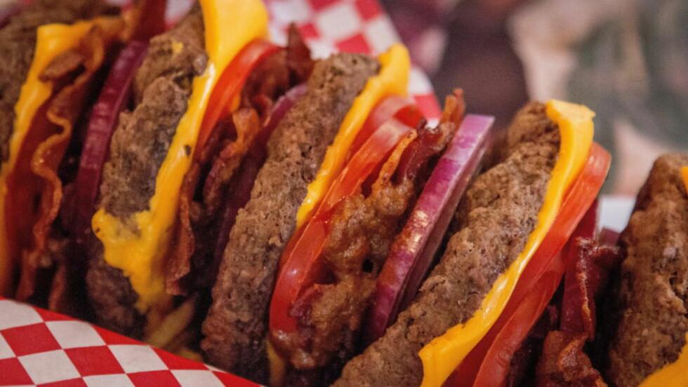 SLÅR ALARM OM BEARBEIDET KJØTTMAT: Verdens helseorganisasjon slår nå fast at prosessert kjøttmat som bacon, pølser og skinke er kreftfarlig.. Foto: Ørjan F. Ellingvåg