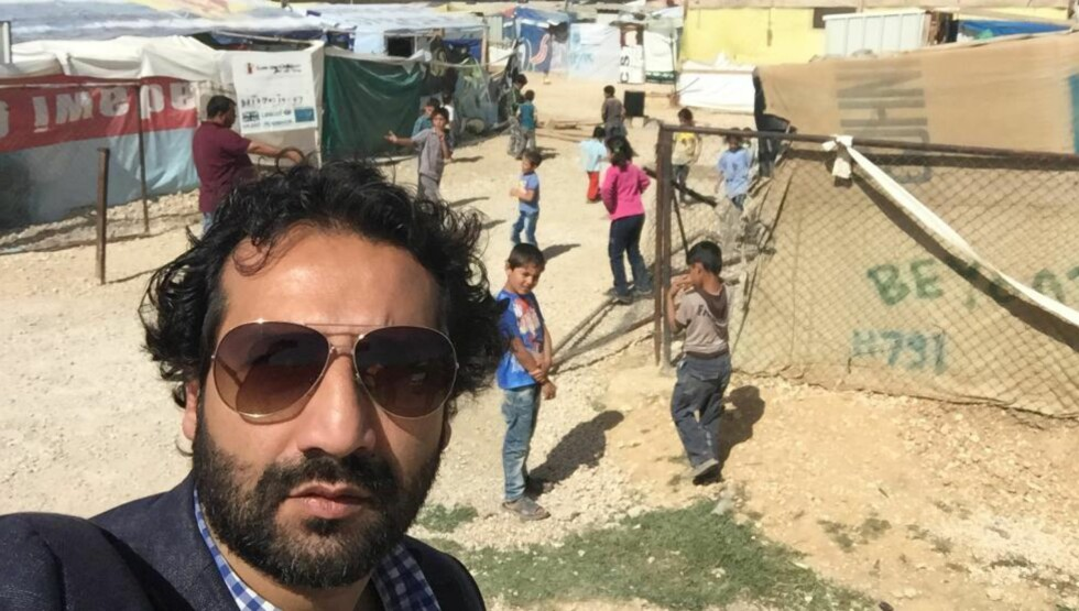 PROVISORISK: Kun de mest ressurssterke - som har oppsparte midler eller kan selge noe av det de har - kan reise videre fra flyktningeleirene. Skurene i flyktningleirene er ikke ment å stå der permanent, men det er her mange barn vokser opp. Foto: Kadafi Zaman.