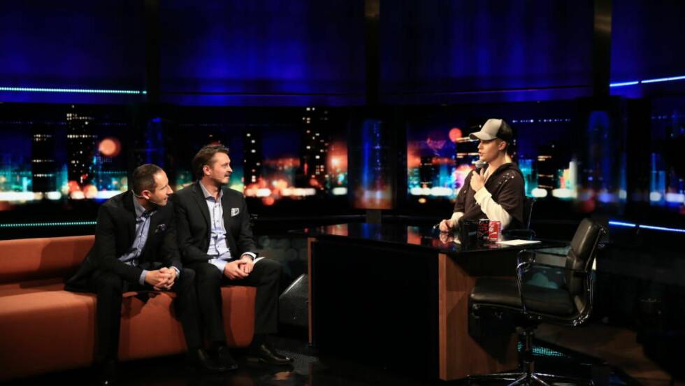 ROLLEBYTTE: Justin Bieber overtok programlederstolen til Thomas Numme og Harald Rønneberg under innspillingen av «Senkveld med Thomas og Harald». Foto: TV 2