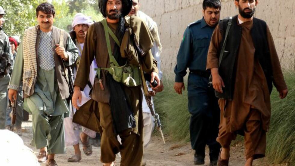 <strong>KRIGEN TAR ALDRI SLUTT:</strong> Krigen i Afghanistan har ingen ende. Her regjeringsstyrker i en mot-offensiv i Helmand-provinsen. Foto: XINHUA / NTB SCANPIX