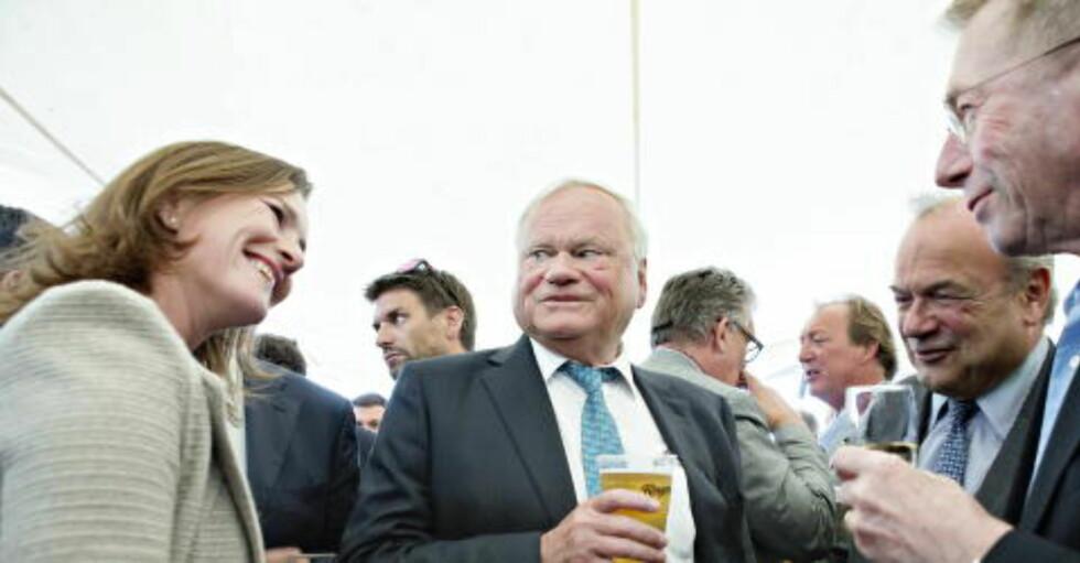 ANSATT HOS FREDRIKSEN: Jo Lunder er nå konsernsjef i Fredriksen-gruppen. Her står John Fredriksen (i midten) sammen med Jens Ulltveit-Moe (helt til høyre). Sistnevnte håper Jo Lunder har redegjort godt for seg, både overfor Fredriksen og overfor Telenor. Foto. Nina Hansen / Dagbladet