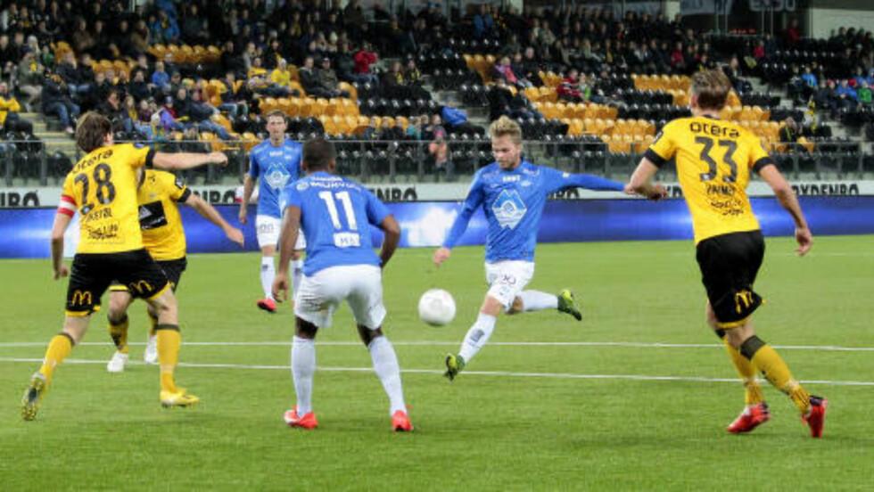 0-1: Sander Svendsen sleivet, men ballen skrudde likevel inn i hjørnet - utakbart for Håkon Opdal. Foto: Tor Erik Schrøder / NTB scanpix